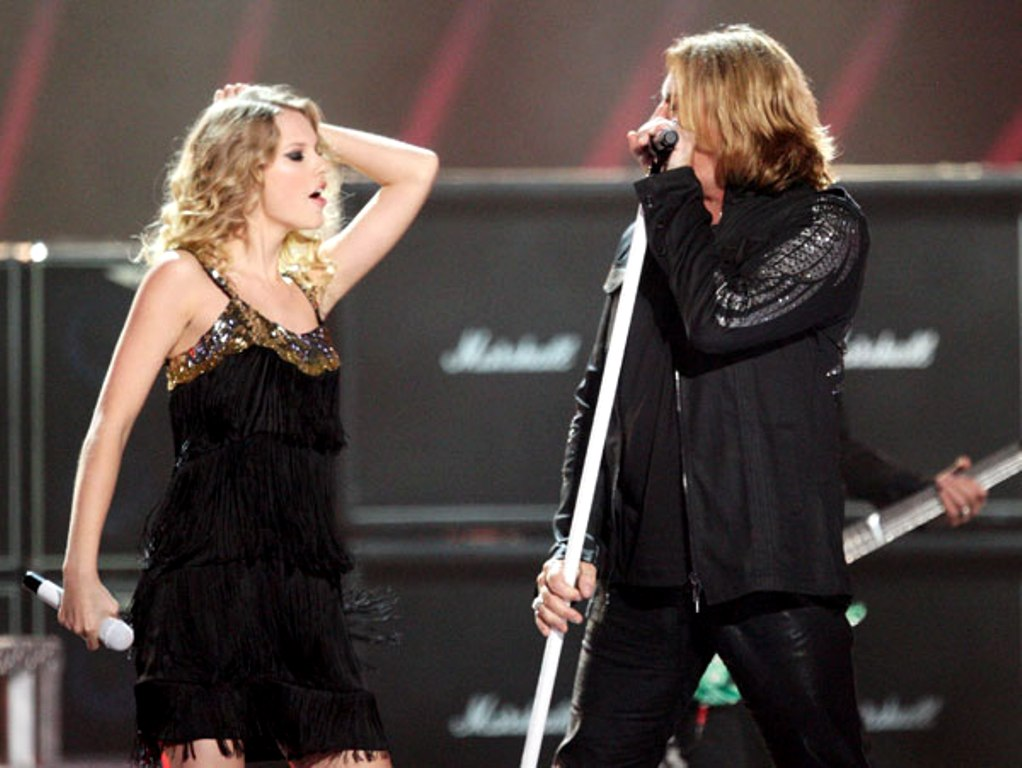 Def Leppard And Taylor Swift Sing Pour Some Sugar On Me At The 2009 Cmt Music Awards On June 16 2009 Best Rock Musical WordPress Music Blog